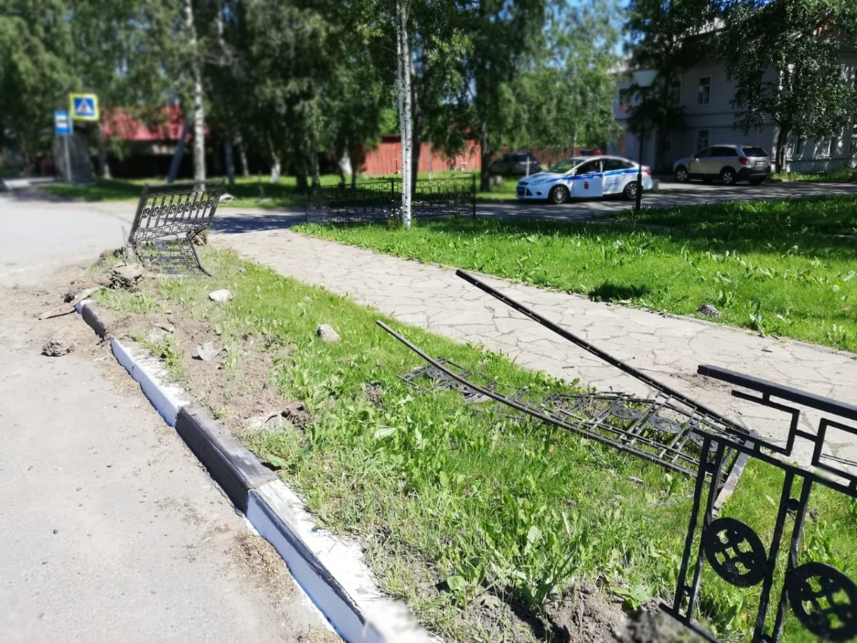 В ночь с 15 на 16 июня 2019 года в центре села Старая Ладога произошло ДТП